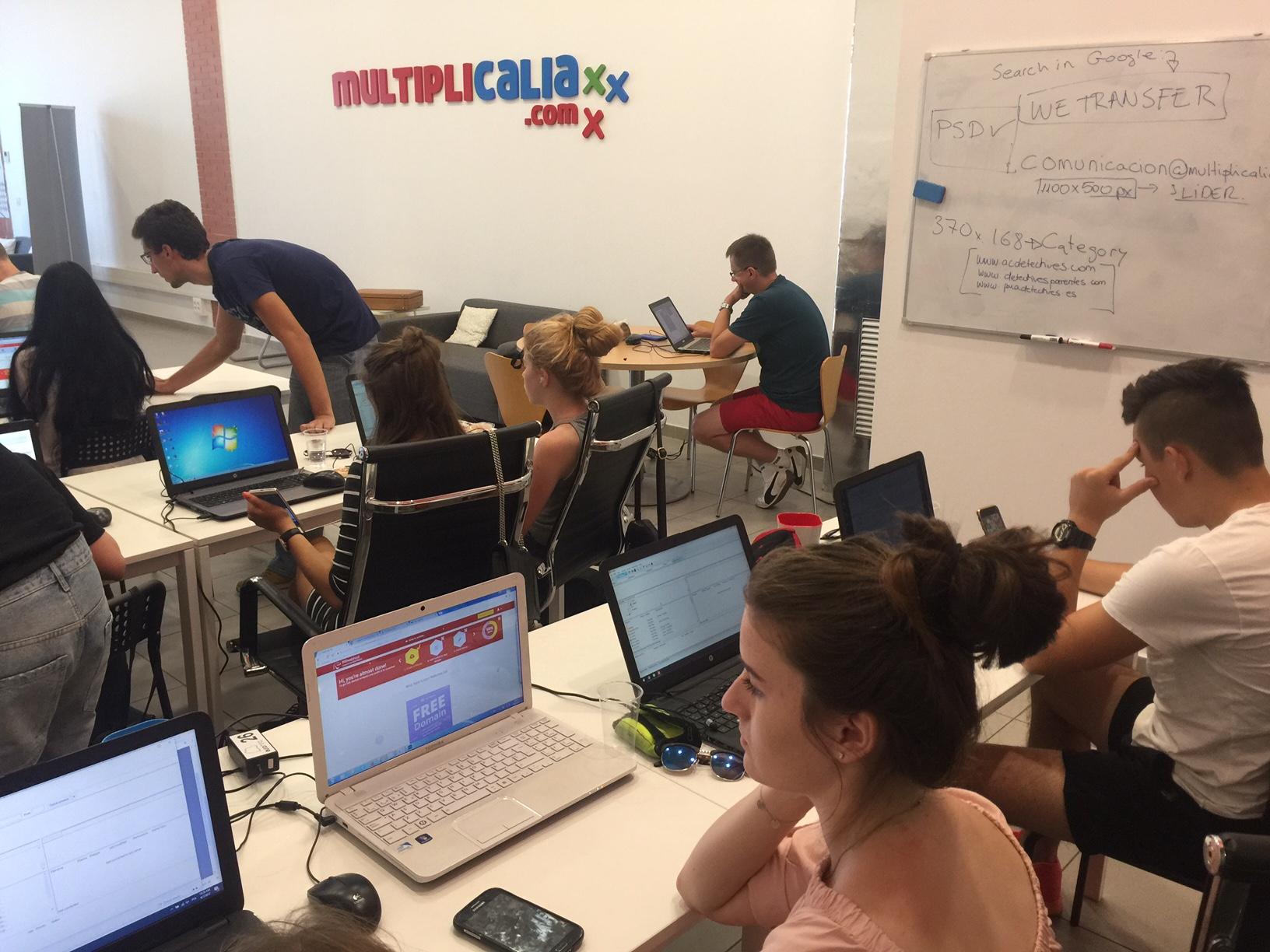 Formación en marketing online para jóvenes polacos
